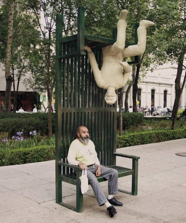 5. A bench that is two-sided in Mexico